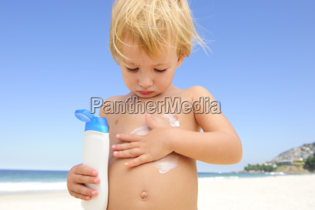child, with, sunscreen, at, the, beach - 3246229