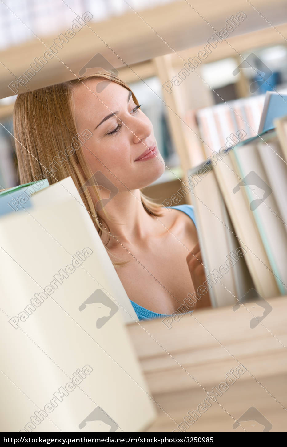 student, in, library, -, happy, woman - 3250985