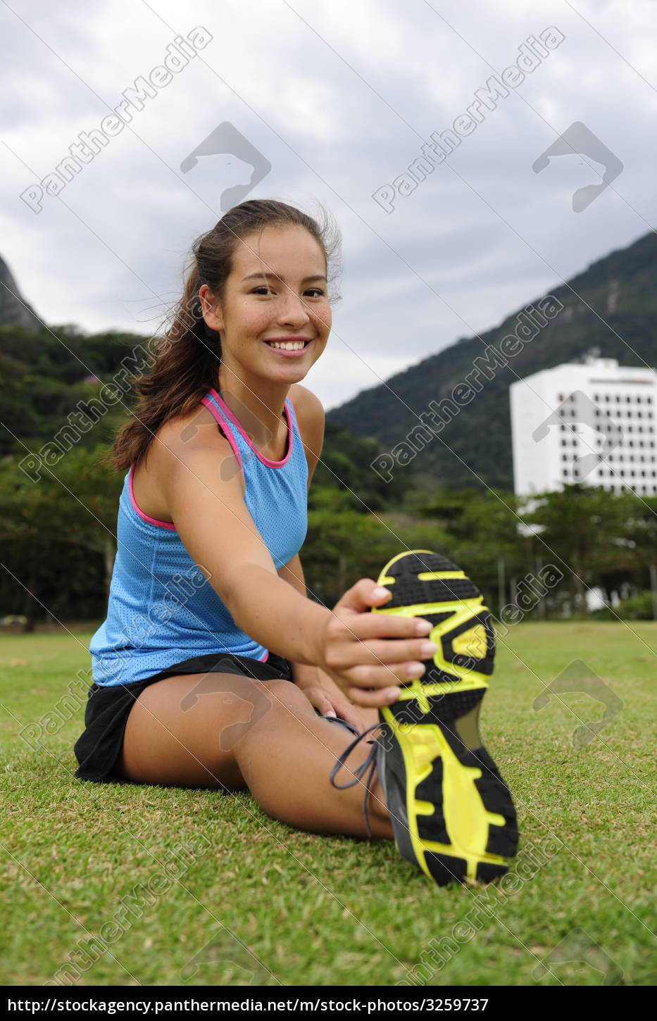 sporty, woman, stretches, in, the, park - 3259737