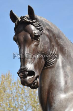 horse sculpture from da vinci italy
