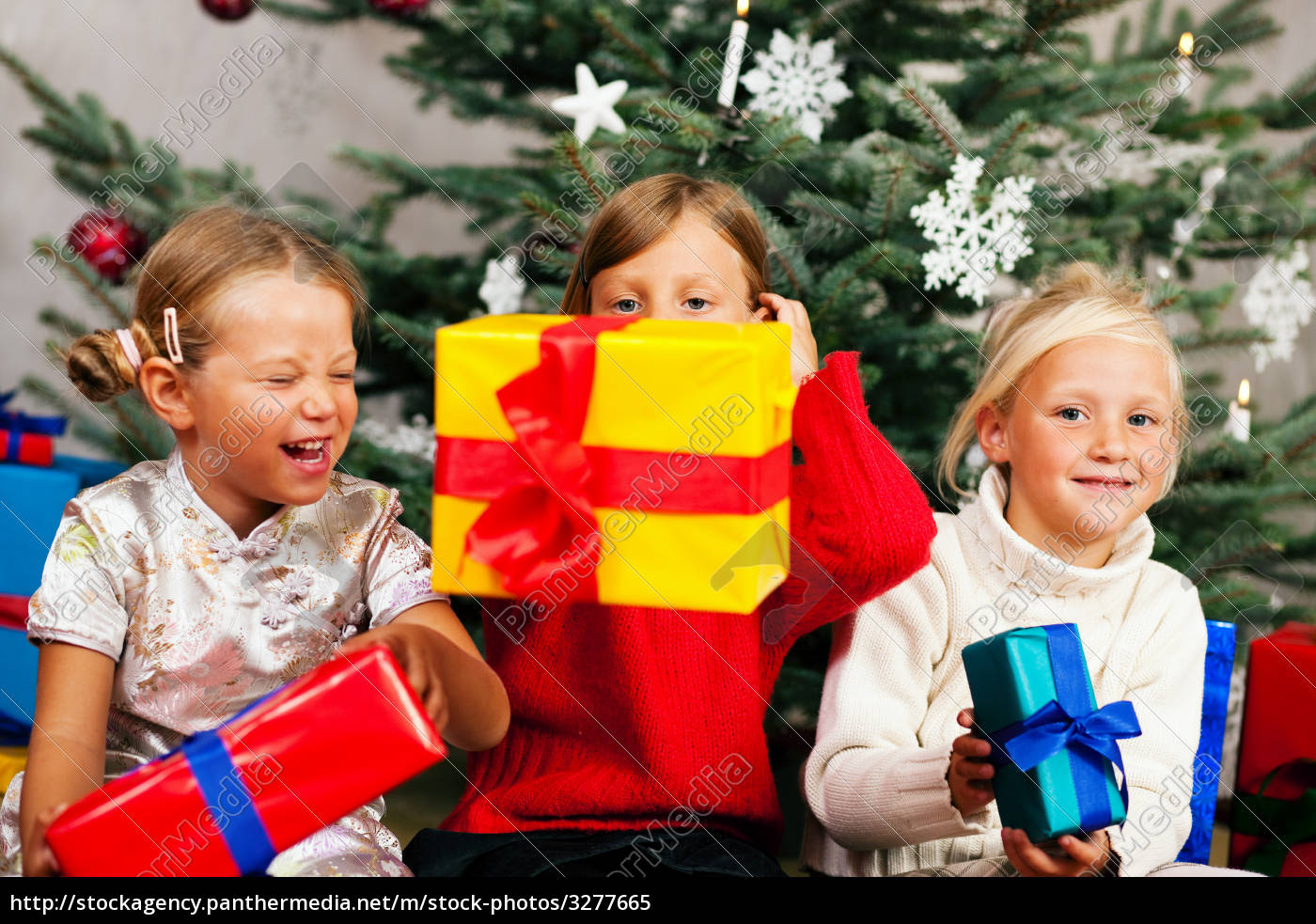 christmas, -, children, with, presents - 3277665