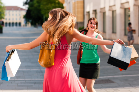 women, at, shopping, with, bags - 3289395