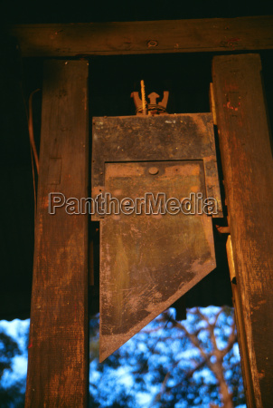 french guillotine war museum ho chi