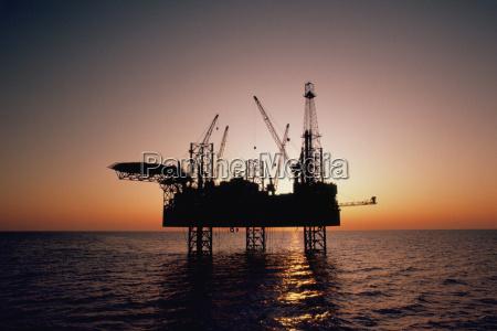 oil drilling platform in the mediterranean
