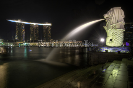singapore city skyline at merlion park