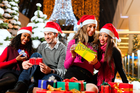 friends while shopping for christmas