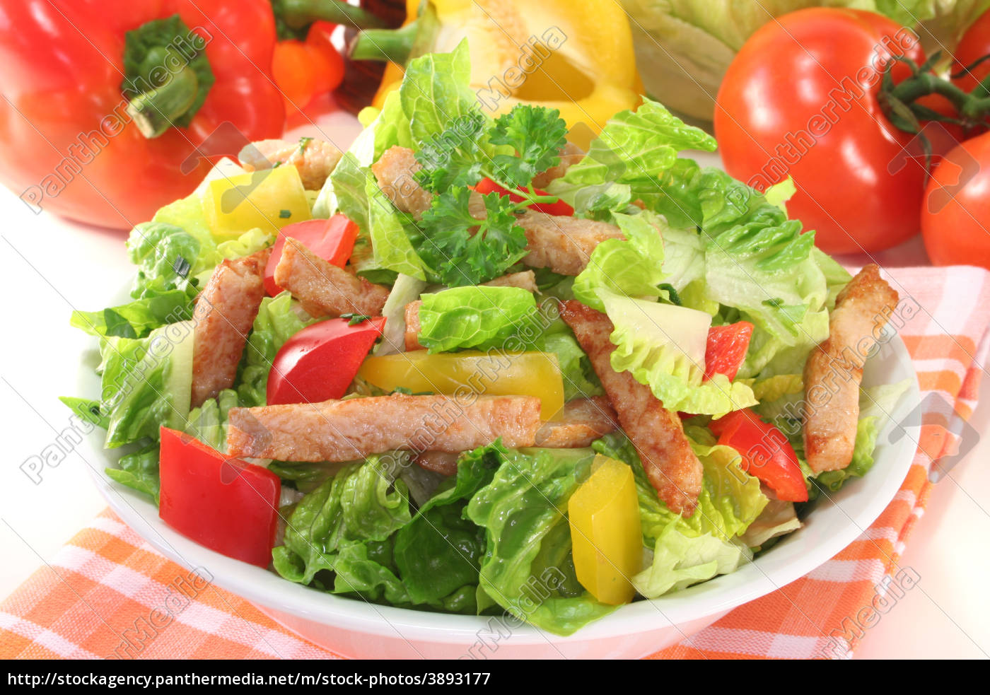 mixed, salad, with, turkey, strips - 3893177