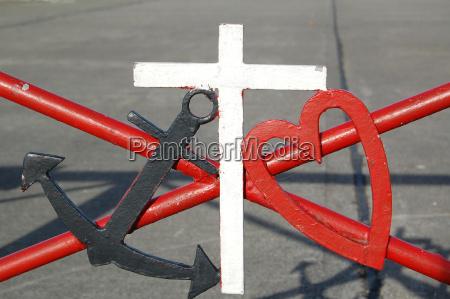 anker cross heart