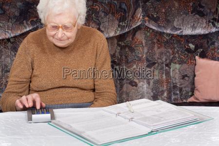 granny with calculator