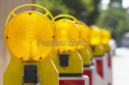 construction site lamps in series