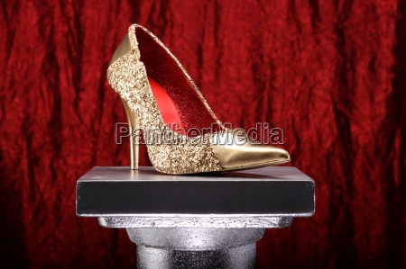gold shoe red 02