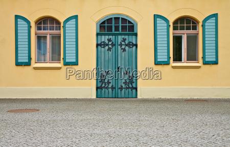 casa construcao verde janela portao canteiro