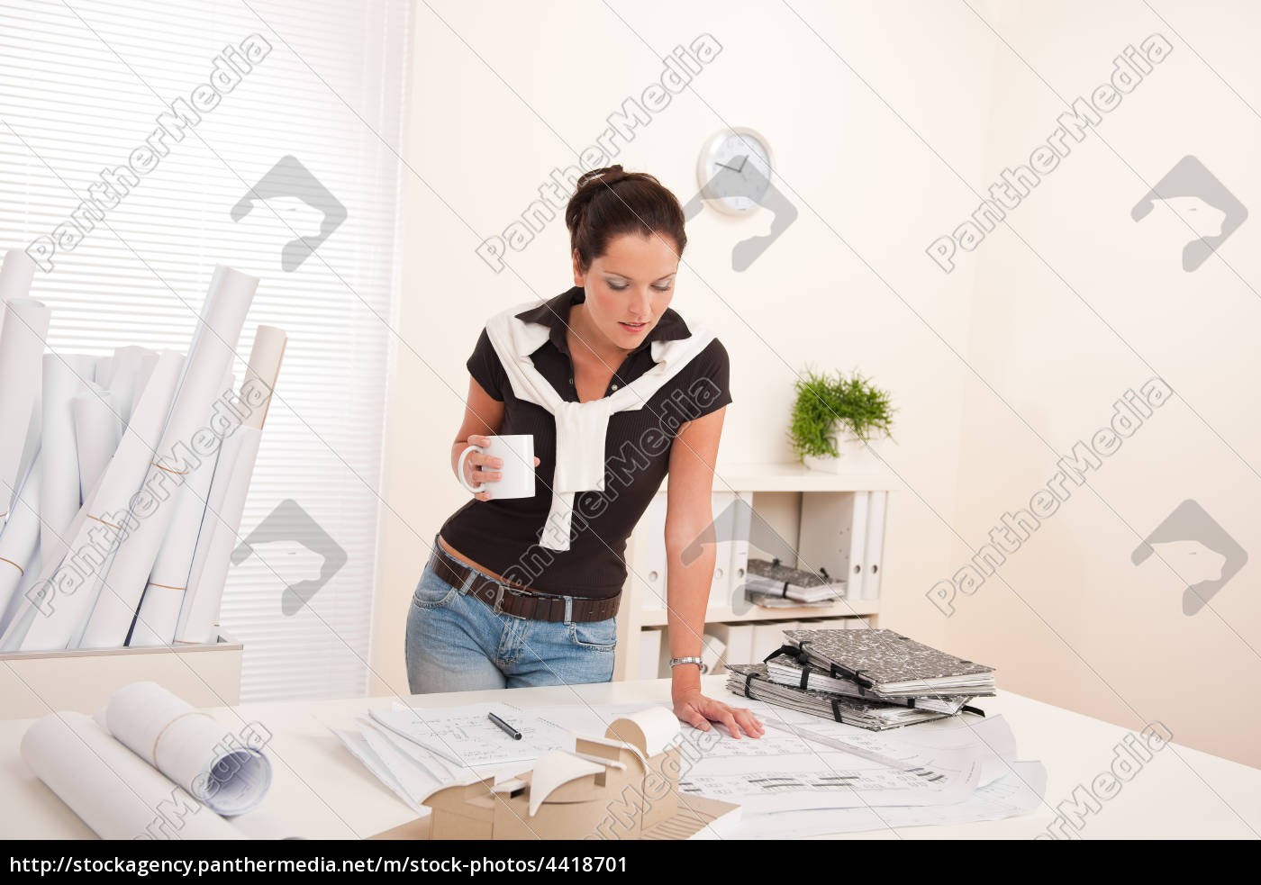 smiling, female, architect, at, the, office - 4418701