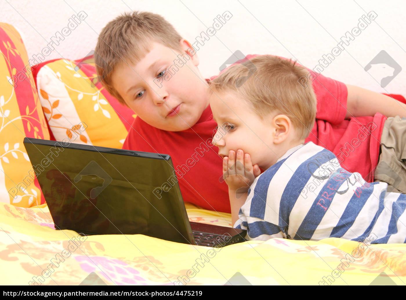 siblings, at, computer - 4475219