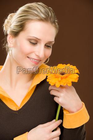 flower, romantic, woman, hold, gerbera, daisy - 4612520
