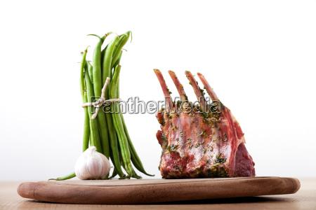 grossansicht von rohen lammkoteletts