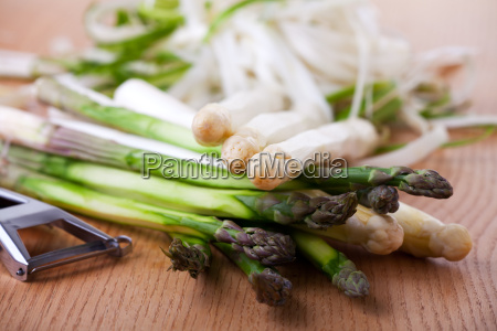 raw white and green asparagus on