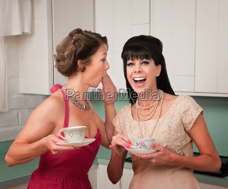 women gosipping