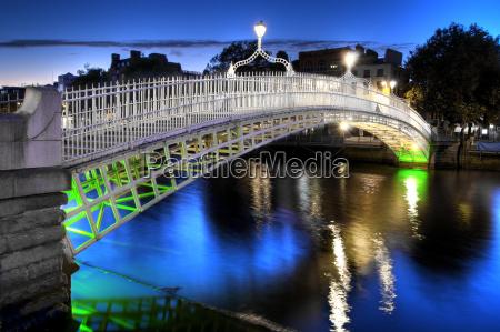 the ha039penny bridge in dublin ireland