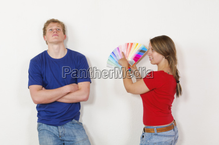 young couple chooses a wall paint