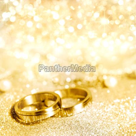 wedding rings in gold