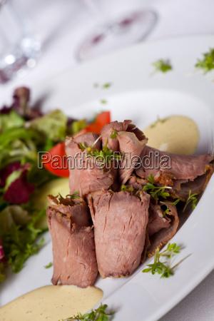 roast beef with salad