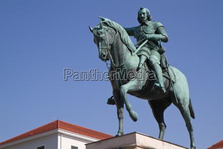maximilian elector of bavaria statue in