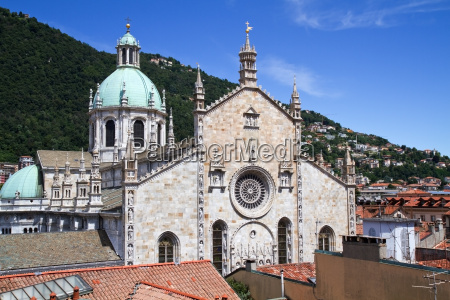 medieval duomo of como at lake