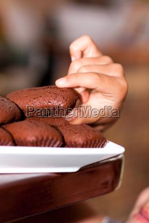 hand and chocolat cake