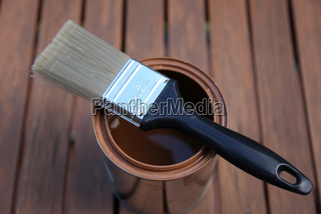 brush on box with brown color