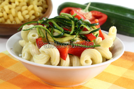pasta with peppers and courgettes