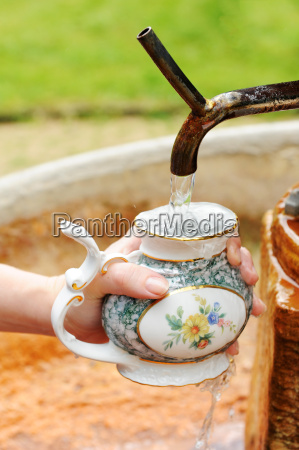 filling a spa cup