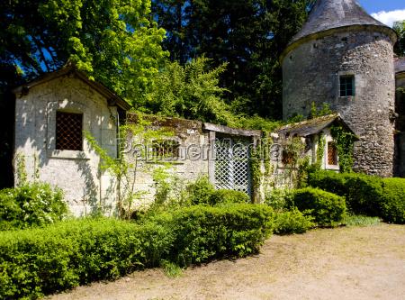 courtyard of cinq mars la pile