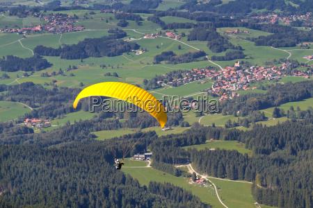 paragliders in chiemgau bayern