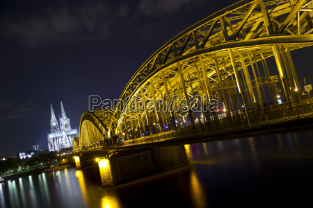 hohenzollern bridge in cologne at night