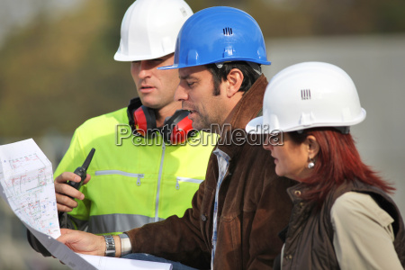 contractors discussing a project