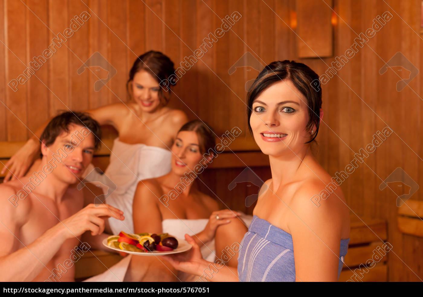 С женой и друзьями в сауне, Жена в сауне с друзьями 19 фотография