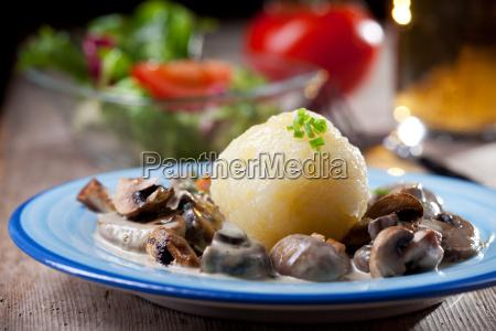 potato, dumplings, with, mushroom, sauce, bavarian - 6008055