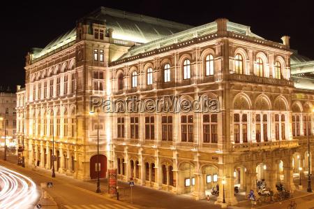 vienna opera at night