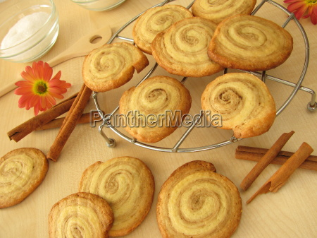 cinnamon buns biscuits