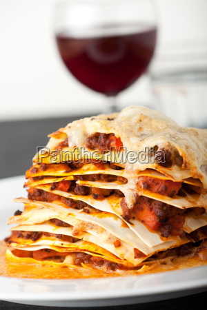 lasagna with red wine