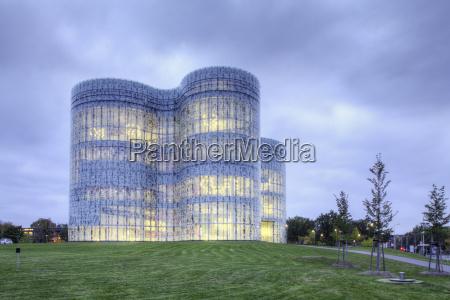 moderno futurista biblioteca universidad construccion edificios