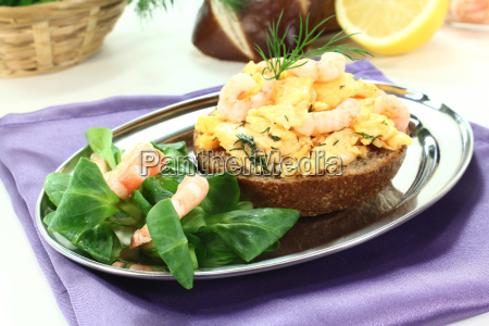 scrambled eggs with shrimp and dill