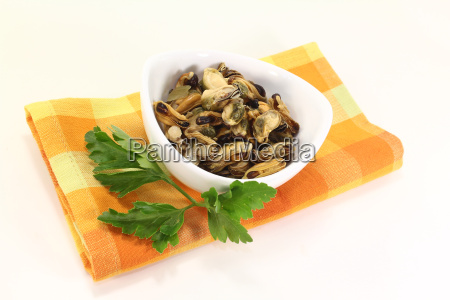 marinated mussels with smooth parsley in