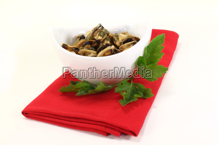 marinated mussels with smooth parsley