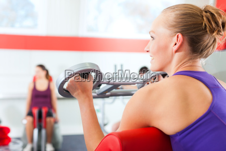 women do strength training at the