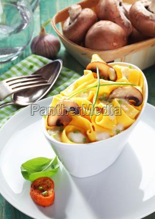 mushroom tagliatelle with fresh mushrooms