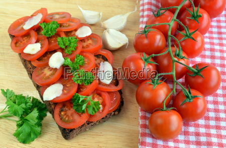 garlic tomato bread vegetarian