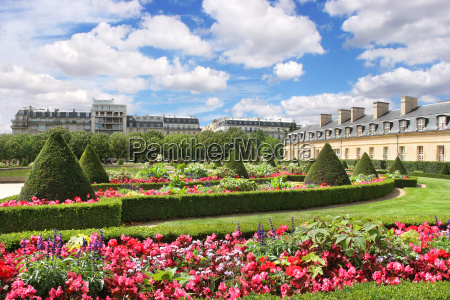 beautiful park at les invalides with