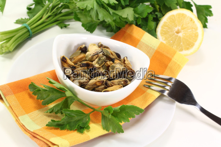 mussels with smooth parsley